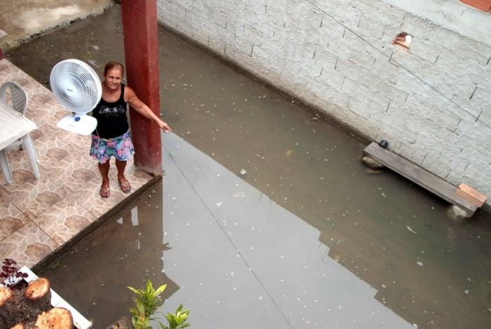 Leila Chaves Libonate: 'Já acordei nadando nessa água suja. O meu guarda-roupa ficou todo molhado. Também perdi a cama, o rack'