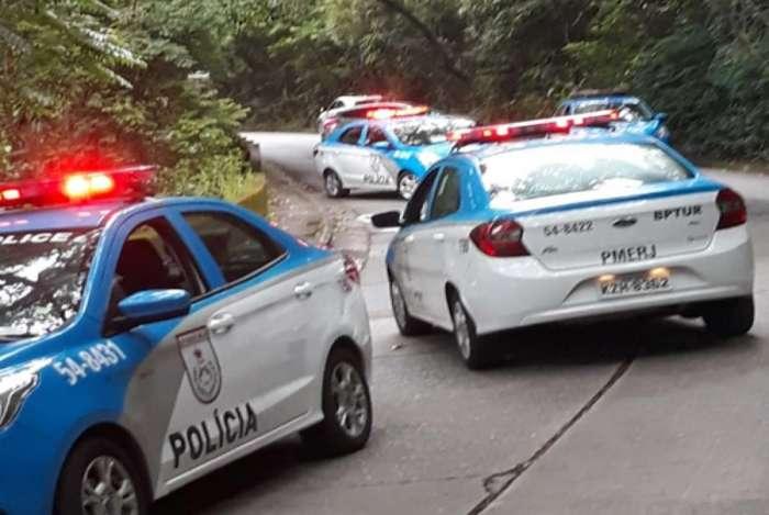 Suspeito morre em tiroteio na Estrada das Paineiras