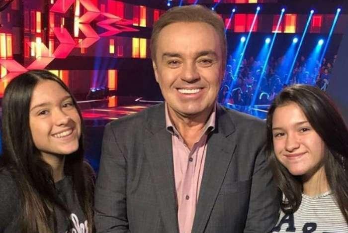 Gugu Liberato e as filhas gêmeas Marina e Sofia, de 15 anos. Além das meninas, apresentador também é pai de João Augusto, de 17 anos