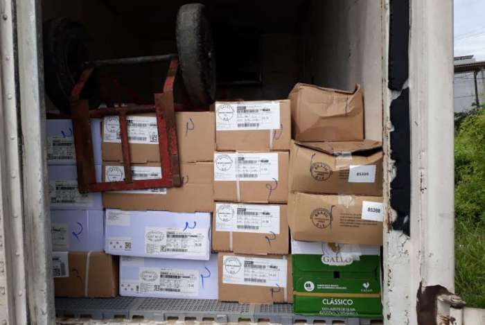 Caminhão e carga roubados no Espírito Santo é recuperado em Macaé