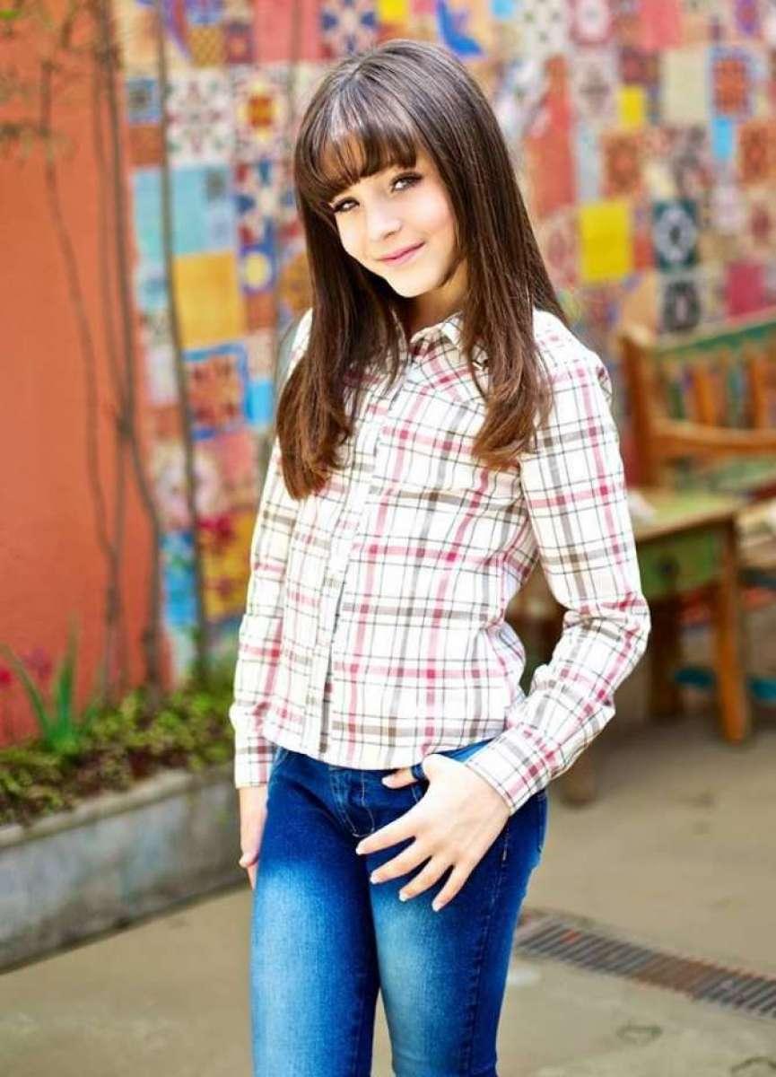 b740ab426f87d Os 18 anos de Larissa Manoela   de menina para mulher  O Dia - Leo Dias
