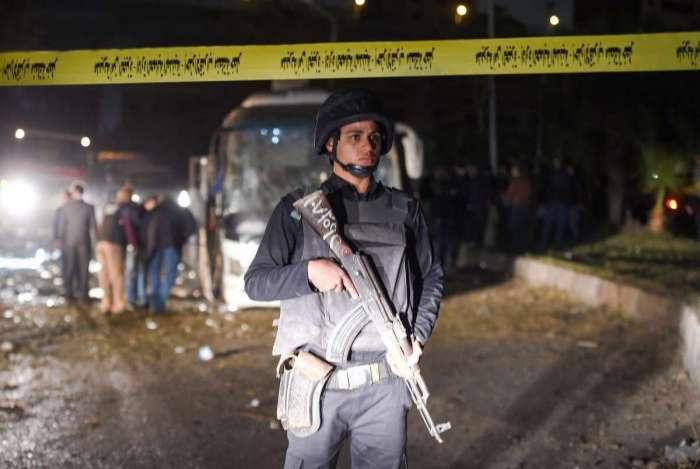 Membro da força de segurança do Egito no local