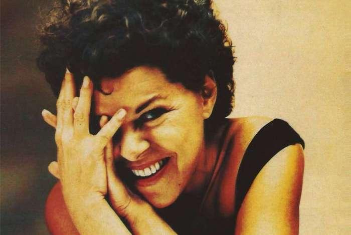 Cantora Miúcha em capa de disco de 1989