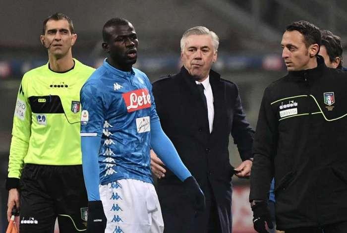Zagueiro do Napoli Kalidou Koulibaly foi alvo de racismo em jogo contra a Inter de Milão