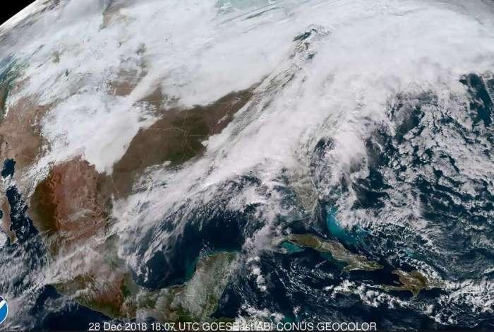 Imagens de satélite mostram a tempestade de neve na região dos Estados Unidos