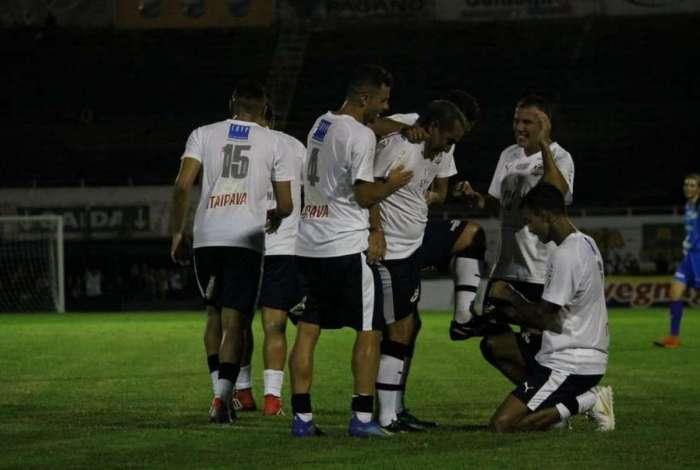 Time de Edmundo e Zinho venceu a partida