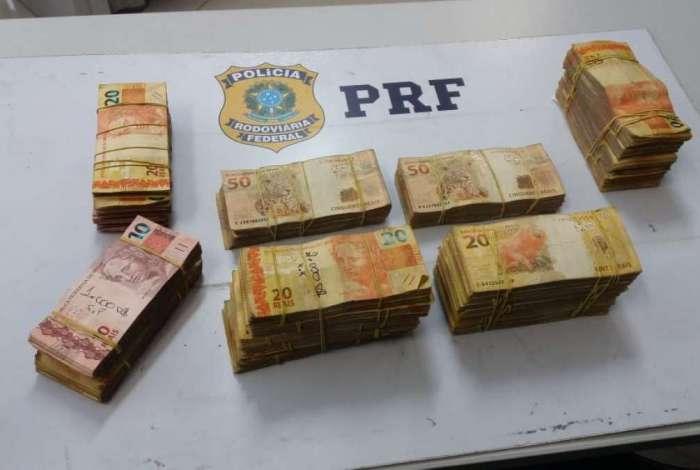 PRF encontrou R$ 57 mil em dinheiro com presos