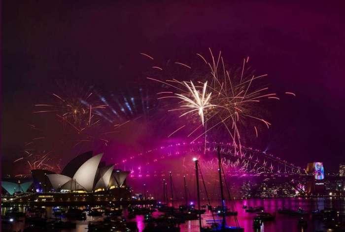 Sidney comemorou Ano Novo com show de fogos e luzes