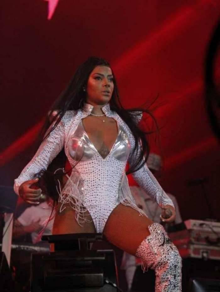Copacabana se rendeu ao funk de Ludmilla e 2019 começou embalado por seus hits. O look do show deixou a boa forma da cantora em evidência.