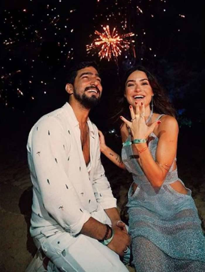 Thaila Ayala mostra seu anel de noivado: 'eu disse sim'