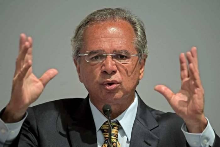 Guedes deu declarações na posse da presidente do IBGE, Suzana