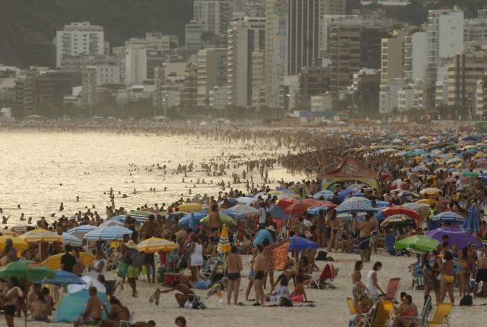 Sistema de alta pressão estacionado na Região Sudeste está elevando as temperaturas na cidade