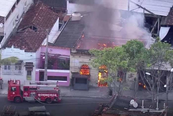 Incêndio atinge casa no Catumbi