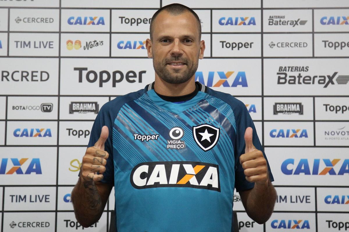 Botafogo estuda saída de Diego Cavalieri e vai apresentar proposta