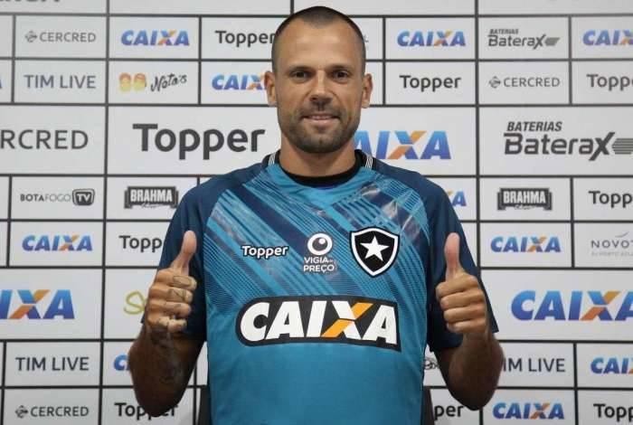 Diego Cavalieri foi apresentado oficialmente pelo Botafogo