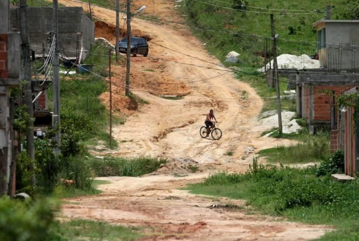 Situação da Rua 7, no bairro Vila Iguaçuana, exemplifica o abandono total do poder público