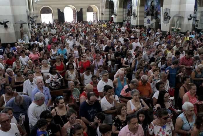 Basílica de São Sebastião, na Tijuca, recebe a tradicional bênção dos Capuchinhos nesta primeira sexta-feira do ano.