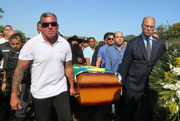 06 01 2018 Enterro do Daniel Henrique Mariotti  o primeiro policial assassinado no Estado em 2019. No enterro o Governador Wilson Witzel, Vice Governador, Secretario de Policia Militar, Secretrario da Policial Civi Braga,e a Secretaria do Desenvolvimento Social e Direitos Humanos Fabiana Bentes. Foto: Daniel Castelo Branco / Agencia O Dia