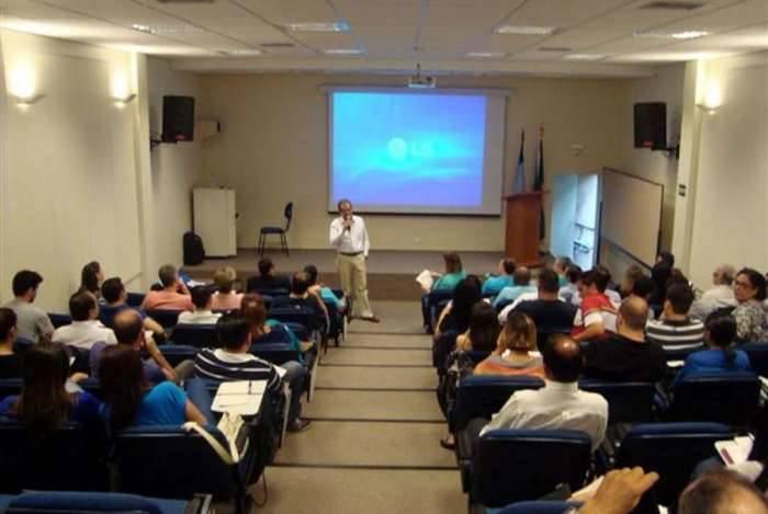Curso para formação de corretores de seguros tem inscrições abertas na Escola Nacional de Seguros