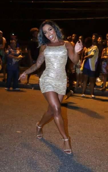 Mylla Ribeiro no ensaio de rua da Paraíso do Tuiuti