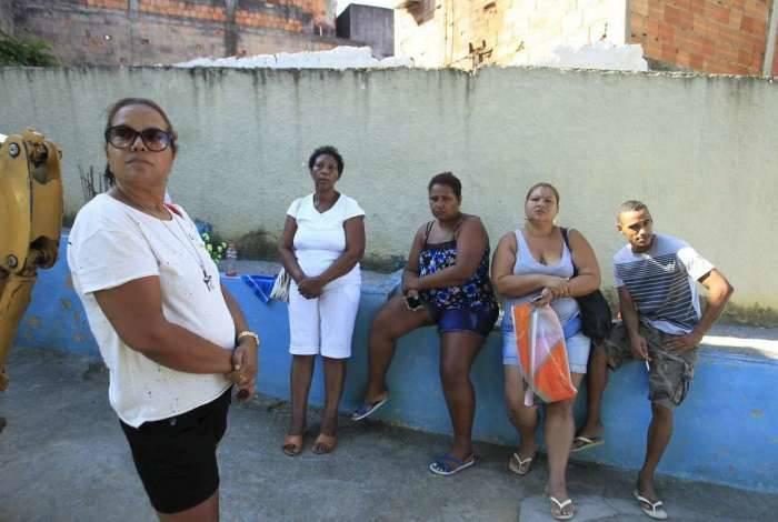 Andreia Sobreira (de óculos) ficou perdida em meio ao impasse entre a prefeitura e a concessionária: