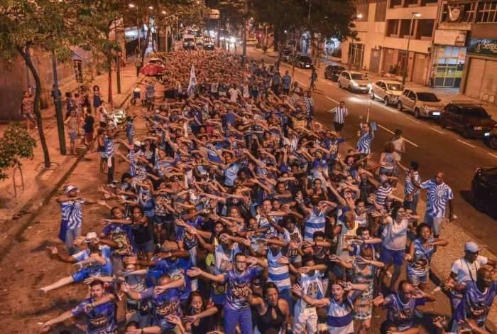 Ensaio de rua da escola de samba Unidos de Vila Isabel