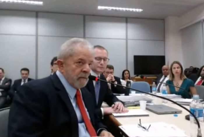 Ex-presidente Lula foi condenado por receber supostas propinas de R$ 1 milhão correspondentes às reformas no sítio de Atibaia. Cabe recurso