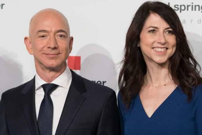 Jeff Bezos é o homem mais rico do mundo, segundo a Forbes, que avalia sua fortuna em 137 bilhões de dólares