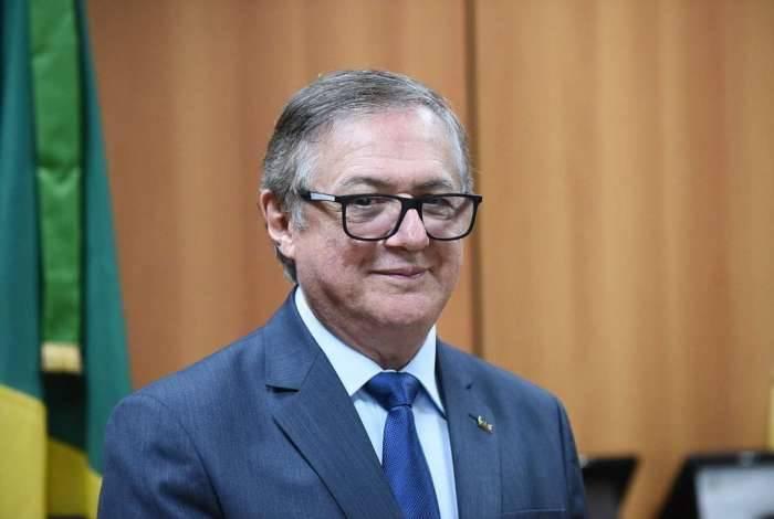 Funcionários do fundo questionam as exonerações do ministro Vélez Rodríguez , já que a sindicância anunciada pelo Ministério da Educação ainda não foi formalmente aberta