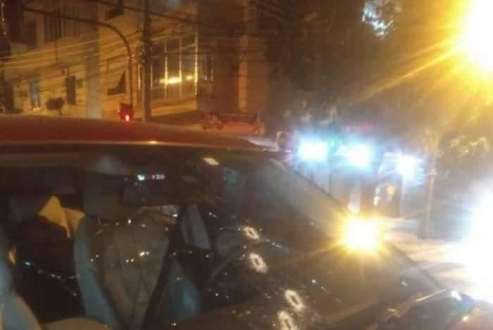 Carro de PM reformado é alvejado na rua Bispo, em Rio Comprido