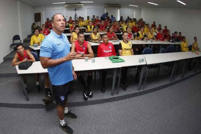 Árbitros e auxiliares do Carioca trabalharam parte física, técnica e teórica, inclusive sobre o VAR