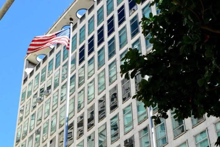 10/01/2019 - AGÊNCIA DE NOTîCIAS - PARCEIRO - Fila para pedido de visto no Consulado dos Estados Unidos, no centro do Rio, nesta quinta-feira, 10 - Foto: Paulo Carneiro/Parceiro/Agência O Dia
