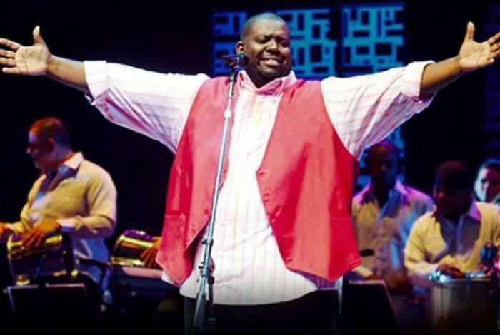Péricles: cantor apresenta seu repertório no Parque da Bola, amanhã