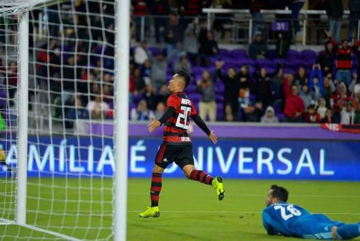 Uribe marcou duas vezes para o Flamengo