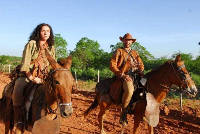 Benvinda (Claudia Ohana) e Herculano (Domingos Montagner) em 'Cordel Encantado'