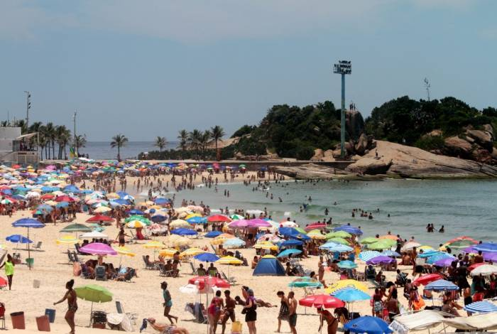 Dia de forte calor e sol intenso na cidade do Rio