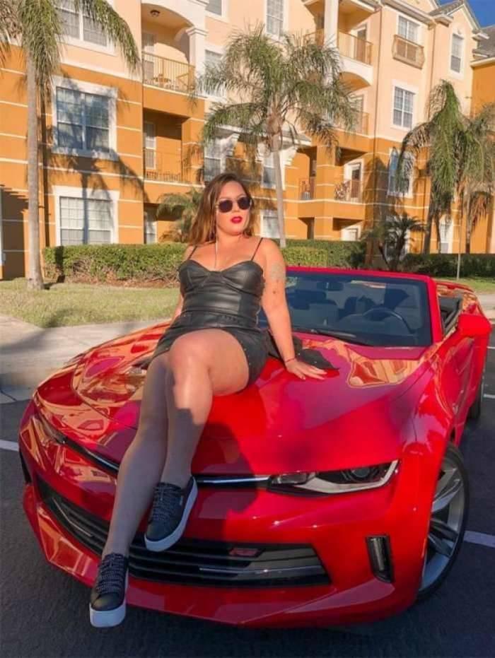 Ex-BBB Maria Claudia posa em carrão conversível: 'Tô um nojo'