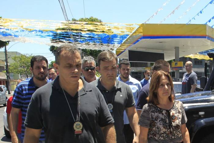 Carro em que viajava a Delegada Marta Rocha e atingido por tiros disparados por ocupantes de outro veiculo.                        Estefan Radovicz / Agencia O Dia                       CIDADE,RIO,POLICIA,TIROS       Byline