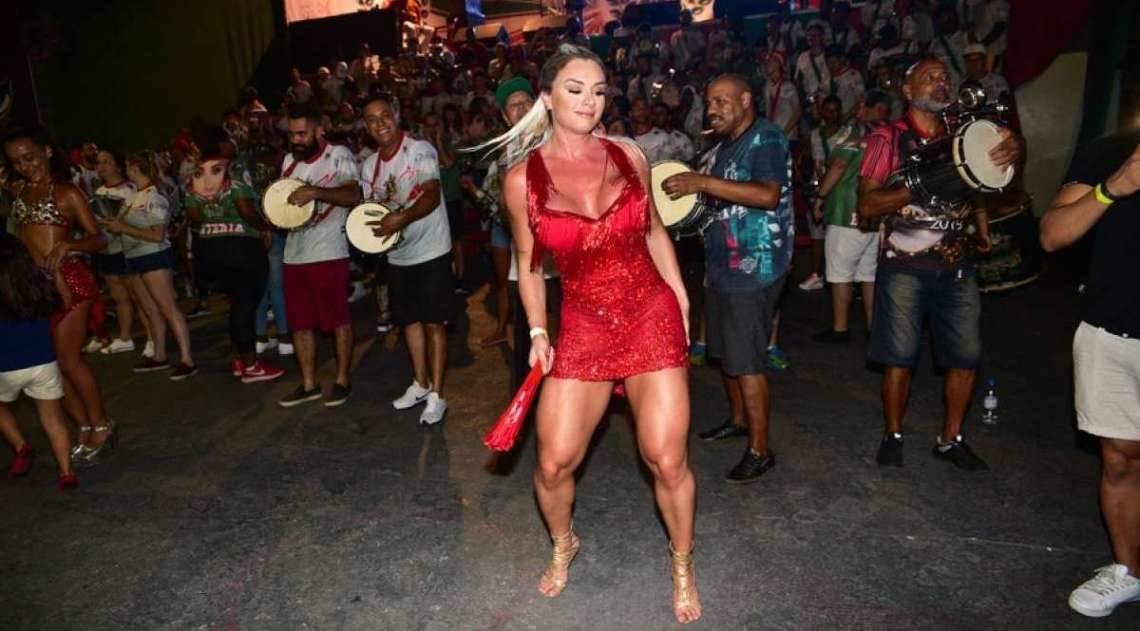 Juju Salimeni brilha no ensaio de rua da X9 Paulistana na noite deste domingo