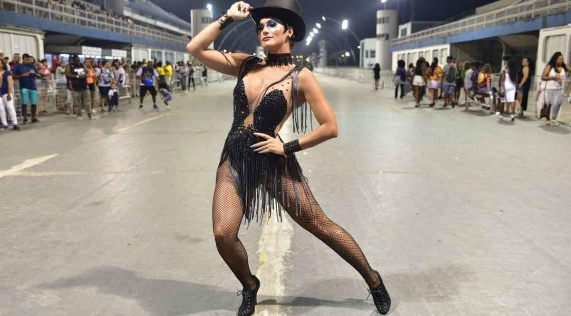 Lívia Andrade no ensaio técnico da Império de Casa Verde, no Sambódromo do Anhembi, em São Paulo