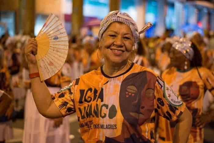 Passista da velha-guarda da Acadêmicos do Cubango