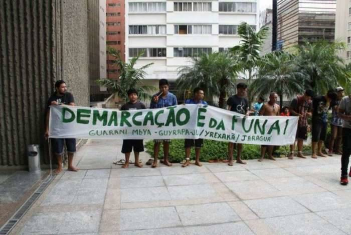 Lideranças indígenas realizam ato em frente a Procuradoria Regional da República da 3ª Região