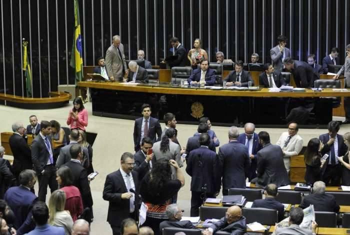 Câmara aprovou a suspensão do decreto que permitia que funcionários comissionados pudessem decretar sigilo em documentos públicos