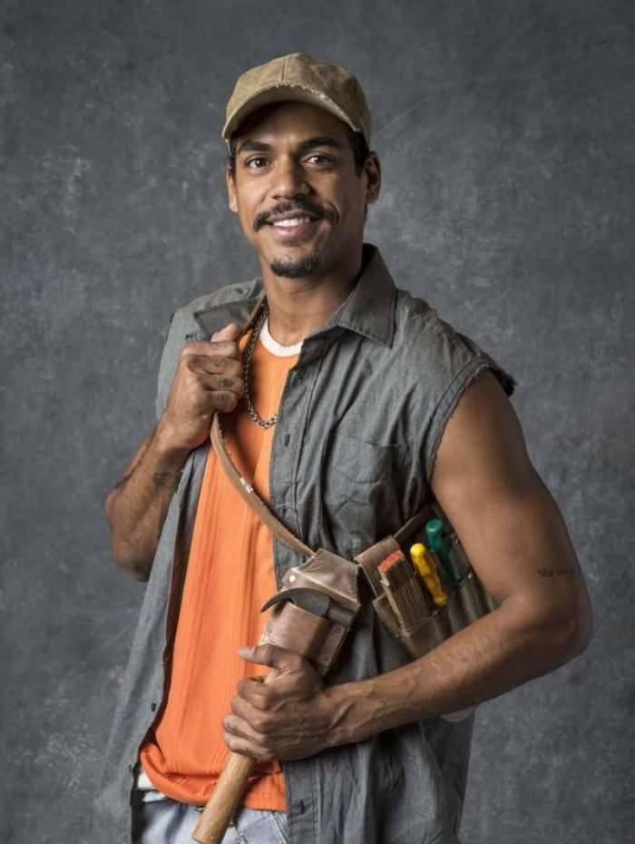 Marcello Melo Jr vive o pedreiro Fabim em 'O Sétimo Guardião':