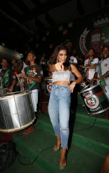 Juliana Paes na quadra da Grande Rio, na noite desta tera-feira