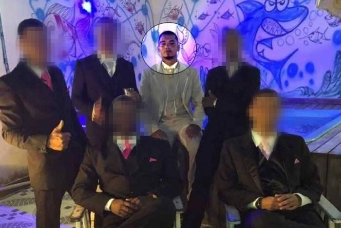 Procurado pela polícia e com recompensa de R$ 10 mil, 2N, chefe do tráfico no Complexo do Salgueiro, em São Gonçalo, casou e deu festão na comunidade