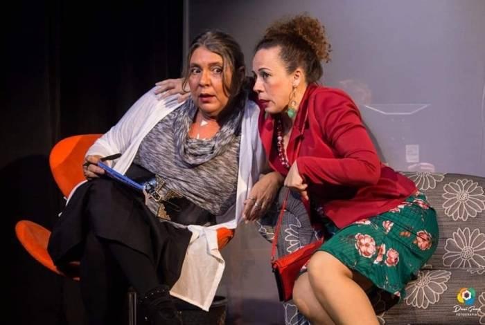 Atrizes do Grupo Teatral Máscaras Ocultas no espetáculo  'Vivências Insólitas'