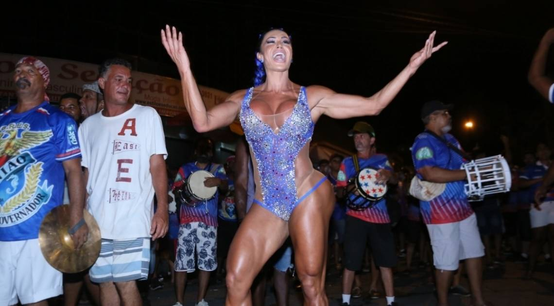 Gracyanne Barbosa no ensaio de rua da União da Ilha
