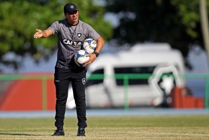 Zé Ricardo comanda treino do Botafogo no Centro de Capacitação Física do Exército, na Urca