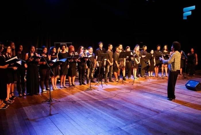 Há vagas para aulas de canto em coral na FUNDEC